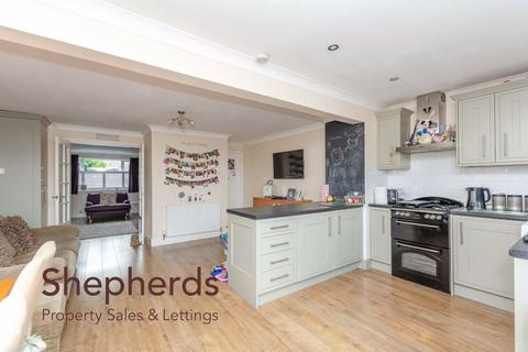 4 bedroom semi-detached house for sale - Champions Way, Hoddesdon, Hertfordshire, EN11
