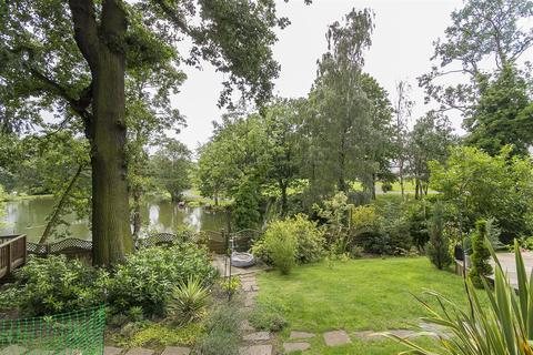5 bedroom detached house for sale - Woodmere Drive, Old Whittington, Chesterfield