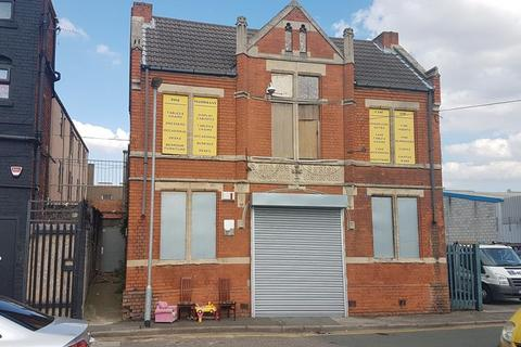 Shop to rent - 3 Alfred Street, Hull, East Yorkshire, HU3