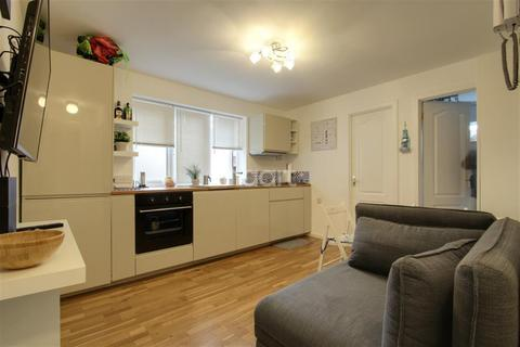 2 bedroom flat to rent - Percy Gardens, KT4