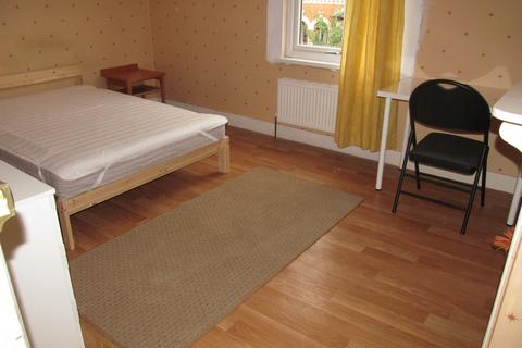 4 bedroom terraced house to rent - Carnarvon Road, Reading, South, University, Hospital
