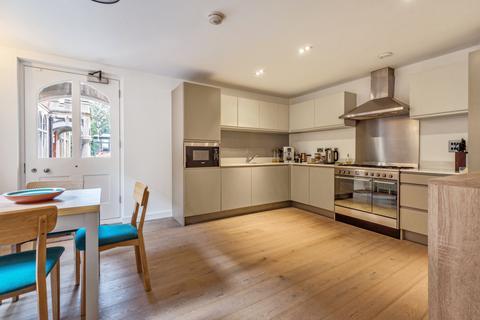 2 bedroom house for sale - Napoleon Lane London SE18