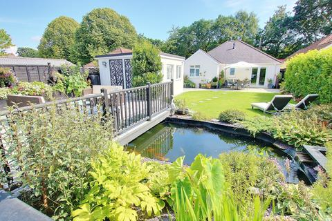 2 bedroom detached bungalow for sale - WOW! IMPRESSIVE GARDEN! IMMACULATE PRESENTATION!