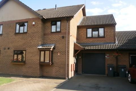 4 bedroom semi-detached house for sale - Pinewood Close, Leicester, LE4