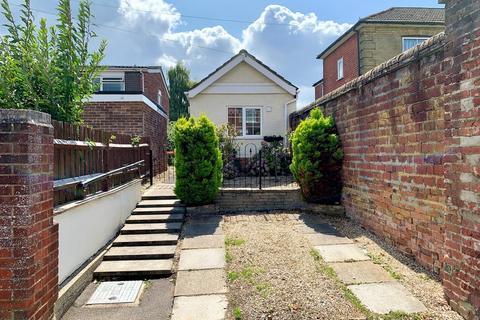1 bedroom detached bungalow for sale - Oakley Road, Regents Park