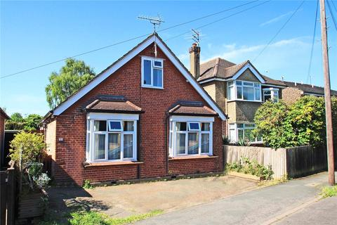 3 bedroom detached bungalow for sale - Wendover Road, Staines-Upon-Thames, Surrey, TW18