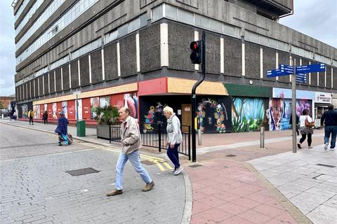 Retail property (high street) to rent - High Street, Southend-on-Sea, Essex, SS1