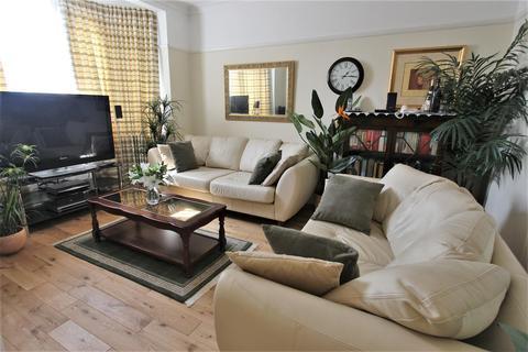 2 bedroom flat to rent - Bush Court, Crown Lane, Southgate, N14