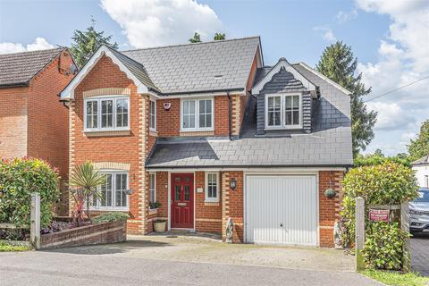 4 bedroom detached house for sale - Pinewood Avenue, Crowthorne, Berkshire, RG45 6RP
