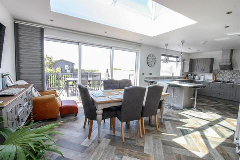 4 bedroom detached house for sale - Stunning Extended Family Home, Littlesea