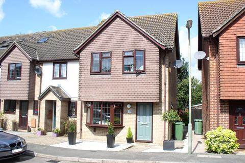 3 bedroom end of terrace house for sale - Armstrong Close, Walton-On-Thames