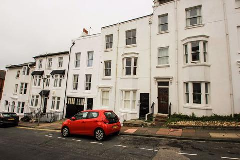 Studio to rent - Clifton Place, Brighton