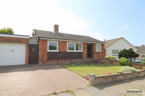 3 bedroom detached bungalow for sale - Grange Avenue, Hastings