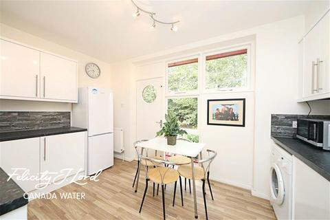3 bedroom detached house to rent - Holyoake Court, SE16