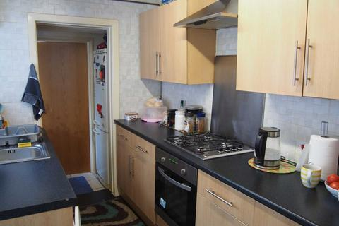 3 bedroom terraced house to rent - Desborough Avenue, High Wycombe