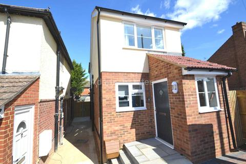 4 bedroom detached house to rent - Hartland Road, Reading