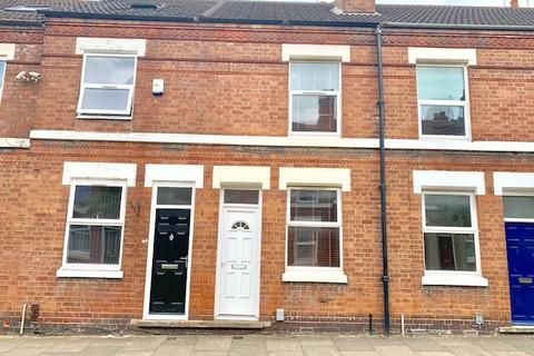 1 bedroom house share to rent - Super ensuite room available in a 3 bedroom house