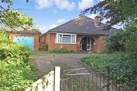 3 bedroom bungalow for sale - Chart Corner, Chart Sutton, Maidstone, Kent