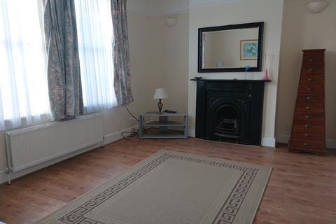 3 bedroom terraced house to rent - Wood Green, N22