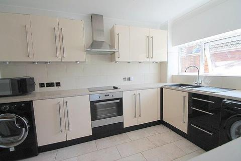 1 bedroom flat for sale - Sovereign House, Stanwell Road, Ashford, TW15