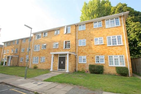 3 bedroom flat for sale - Lark Avenue, Staines-upon-Thames, Surrey