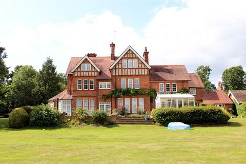 3 bedroom flat for sale - Ponsbourne Manor, Newgate Street, Hertfordshire