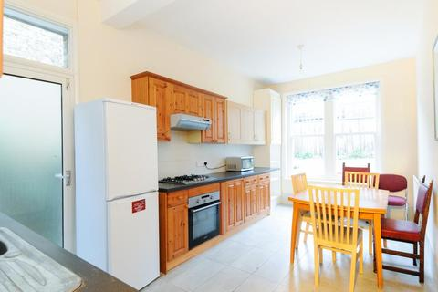 5 bedroom house to rent - Barcombe Avenue, Streatham, London, SW2