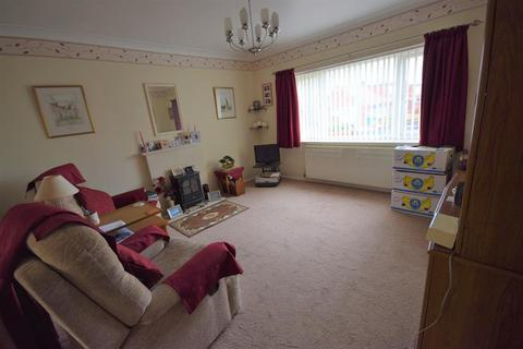 2 bedroom bungalow for sale - Bempton Oval, Bridlington, YO16 7HW