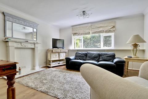 2 bedroom ground floor flat to rent - The Greenway, Ickenham, UB10