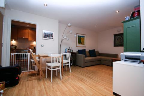 2 bedroom mews to rent - Onyx Mews, London