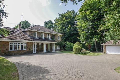 5 bedroom detached house to rent - Old Avenue, West Byfleet
