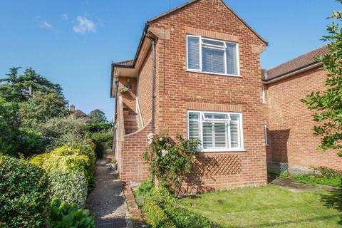 2 bedroom apartment for sale - Marlow Town Centre. Refitted ground floor flat with private garden.