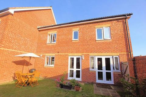 3 bedroom house for sale - Magister Drive, Lee-on-the-Solent, PO13