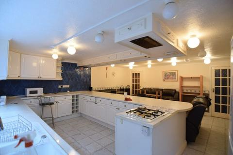 5 bedroom semi-detached house to rent - Auckland Drive, Brighton