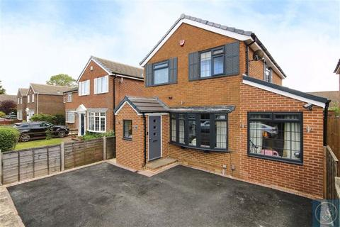 4 bedroom detached house for sale - Whinmoor Court, Leeds