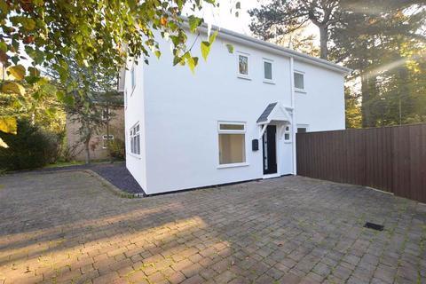 5 bedroom detached house for sale - Allonby Close, Noctorum, CH43