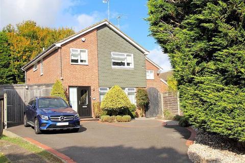 4 bedroom detached house for sale - Broom Grove, Knebworth, SG3 6BZ