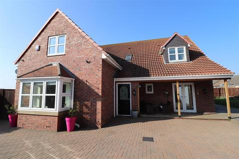4 bedroom detached house for sale - Millfield House, Crook