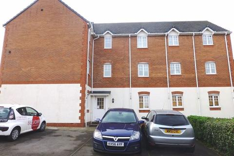 2 bedroom apartment to rent - Two Bed Flat on Follager Road