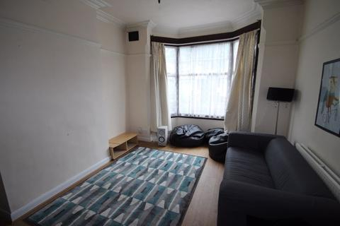 4 bedroom property to rent - Fosse Road South, Leicester, LE3 0JU