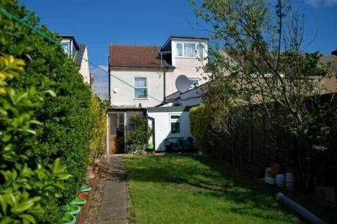 3 bedroom semi-detached house for sale - Pears Road, Hounslow, London, TW3 1SS