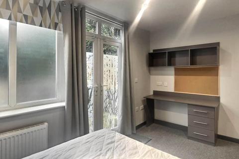 1 bedroom house share to rent - Blacker Road, Birkby, Huddersfield, HD2