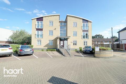 2 bedroom flat for sale - Romside Place, Romford