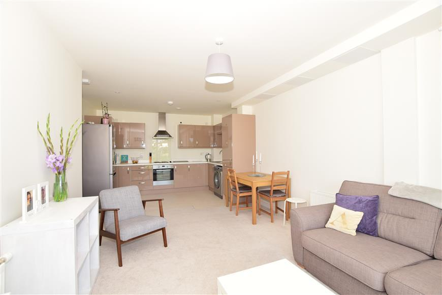 Kitchen/ Lounge