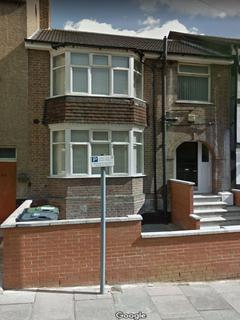 House share to rent - Stockwood Crescent, Luton LU1