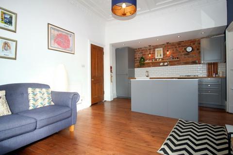 2 bedroom flat for sale - Walton Street, Flat 3/2, Shawlands, Glasgow, G41 3LG