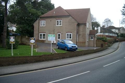 2 bedroom flat to rent - FLAT AT OSBORNE HOUSE, OSBORNE ROAD, LOWER PARKSTONE, BH14 8SD