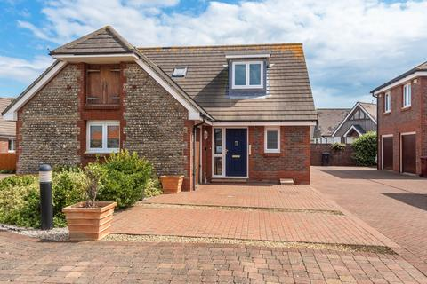 3 bedroom detached house for sale - Old Barn Court, Barn Walk, East Wittering, PO20