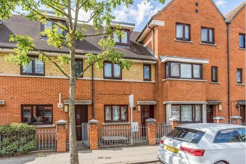 3 bedroom terraced house for sale - West Street, Leytonstone, E11