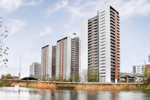 2 bedroom flat to rent - Neutron Tower, 6 Blackwall Way, London, E14